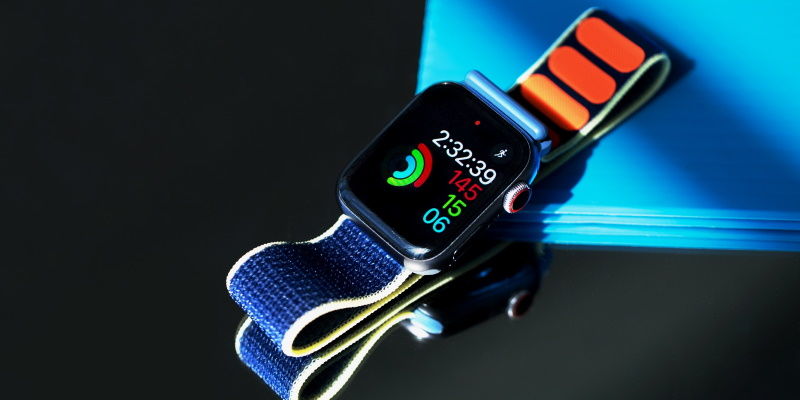 Apple Watch на столе